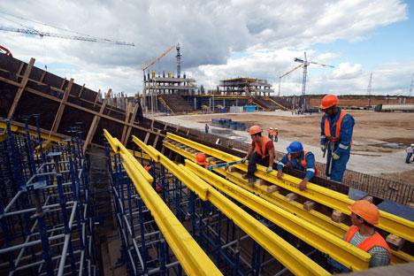 <figcaption>Construction of Cosmos Arena Stadium in Samara ahead of the 2018 FIFA World Cup. Source: Yuri Streletc / RIA Novosti</figcaption>