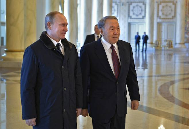 <figcaption>Kazakh President Nursultan Nazarbayev (R) meets with his Russian counterpart Vladimir Putin in Astana, March 20, 2015</figcaption>