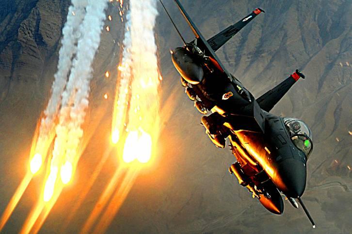 <figcaption>В испытании участвовал истребитель-бомбардировщик F-15E Strike Eagle, приписанный к авиабазе «Неллис» в Неваде</figcaption>