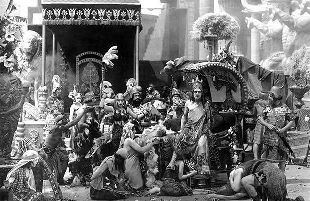 "<figcaption>""The Fall of Babylon"" from D.W. Griffith's 1919 film</figcaption>"