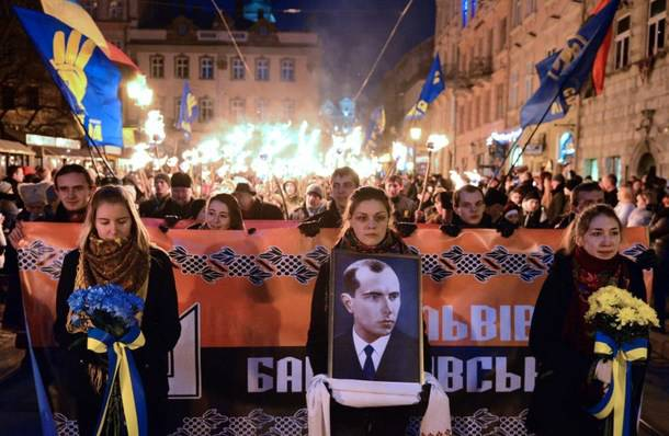 <figcaption>Stepan Bandera torchlight marches</figcaption>