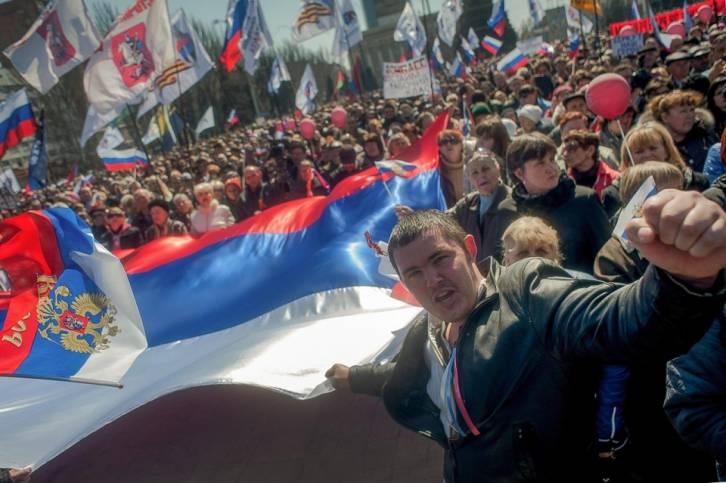 <figcaption>Pro-Russian demonstrators in East Ukraine</figcaption>