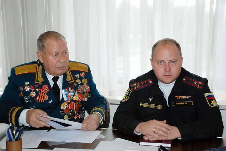 <figcaption>General Yuri Mikhailenko, father-in-law of Ukraine's Foreign Minister, seen here with a Russian military commander in Crimea</figcaption>