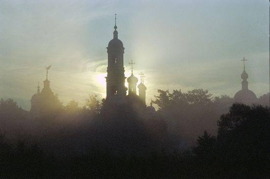 <figcaption>Optina Monastery</figcaption>