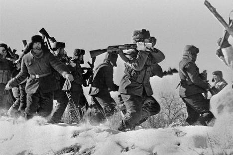 <figcaption>Chinese soldiers trying to enter Damansky Island in the USSR during the 1969 Soviet-Chinese border conflict. Source:RIA Novosti</figcaption>