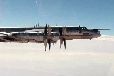 <figcaption>A Tupolev Tu-95MS strategic bomber of the Russian Aerospace Forces on a mission to carry out airstrikes against Islamic State and Jabhat al-Nusra</figcaption>