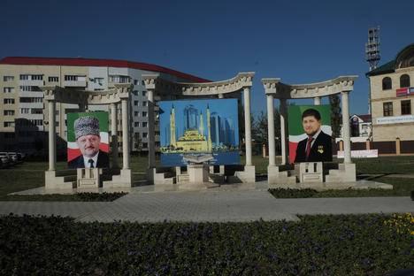 <figcaption>Akhmat (L) and Ramzan Kadyrov. Source: Ksenia Isaeva</figcaption>