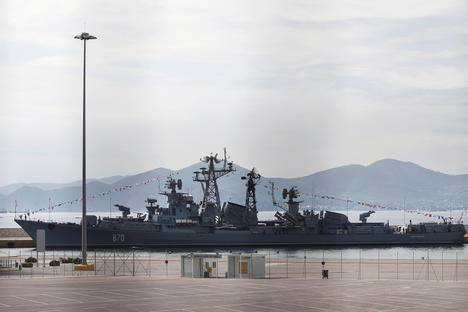 <figcaption>Russian naval destroyer Smetlivy is docked at the port of Piraeus where it will take part in an event connected with the Russian-Greek year of culture near Athens, Greece, Oct. 30, 2016. Source: Reuters</figcaption>