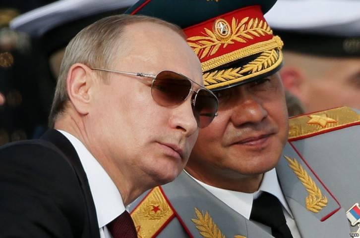 <figcaption>Sergei Shoigu (r.) consults with Vladimir Putin</figcaption>