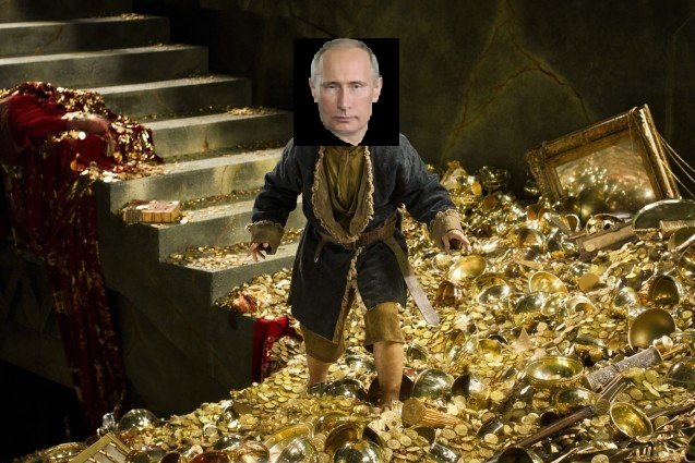 <figcaption>Putin walking around the Kremlin</figcaption>