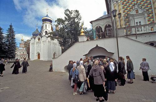 <figcaption>Christian travelers on pilgrimage at monastery in Sergeiv Posad</figcaption>