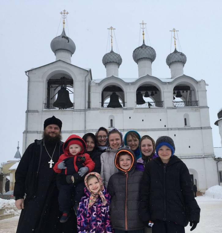 <figcaption>The Gleason family in front of the famous Rostov Kremlin</figcaption>