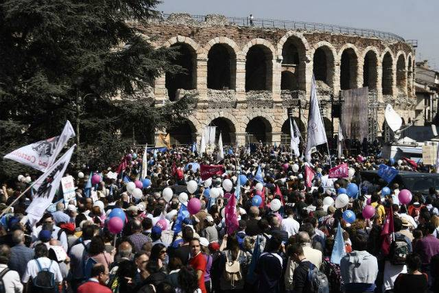"<figcaption>Thousands gathered in Verona for a ""march for family"" on Sunday. Photo: Filippo Monteverdi/AFP</figcaption>"