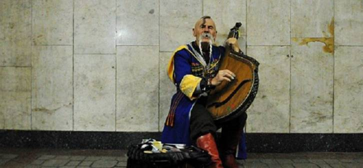 <figcaption>A Cossack plays the bandura </figcaption>