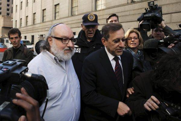 <figcaption>Israeli spy Jonathan Pollard (2nd L) who was released from a U.S. federal prison in North Carolina overnight, leaves U.S. District court in the Manhattan borough of New York November 20, 2015. REUTERS/Lucas Jackson - RTS8532</figcaption>