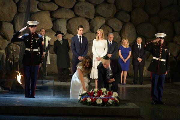 <figcaption>Yad Vashem - Benjamin and Sara Netanyahu, Donald Trump and Melania, Ivanka and Jared Kushner, Rabbi Yisrael lau. credit: Amos Ben Gershom GPO/ Israel Ministry of Foreign Affairs/ Flickr)</figcaption>