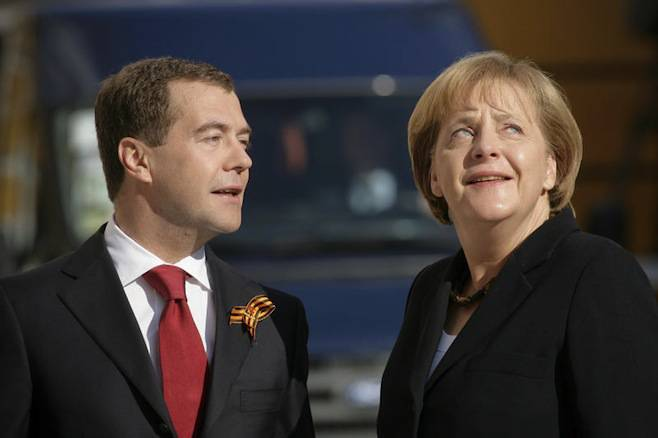 <figcaption>Russia's then-President Dmitry Medvedev and Germany's chancellor Angela Merkel during the Victory Day parade in Moscow, May 9, 2010 | Photo: Andrei Makhonin , Vedomosti</figcaption>
