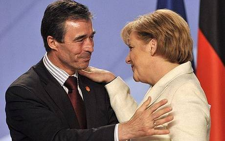 <figcaption>Rasmussen - a warmonger extraordinaire and one of his admirers</figcaption>
