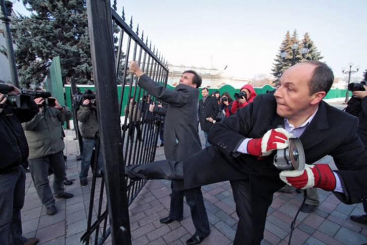 <figcaption>Andriy Parubiy storming his way into the presidium of the parliament</figcaption>