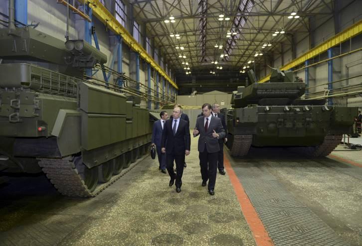 "<figcaption>Putin inspecting ""unprincipled"" Russian tanks</figcaption>"