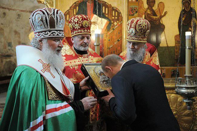 <figcaption>При Путине Россия становится центром притяжения для многих христиан со становящегося все более безбожным Запада</figcaption>