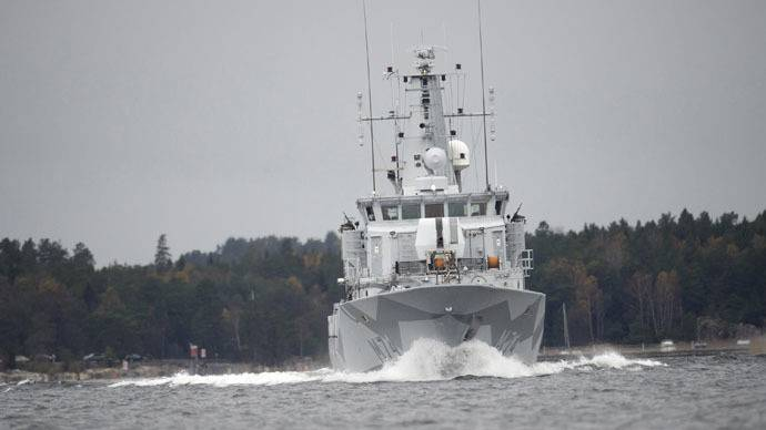 """<figcaption>The Swedish minesweeper HMS Kullen is seen in the search for suspected """"foreign underwater activity"""" at Namdo Bay, Stockholm October 21, 2014.</figcaption>"""