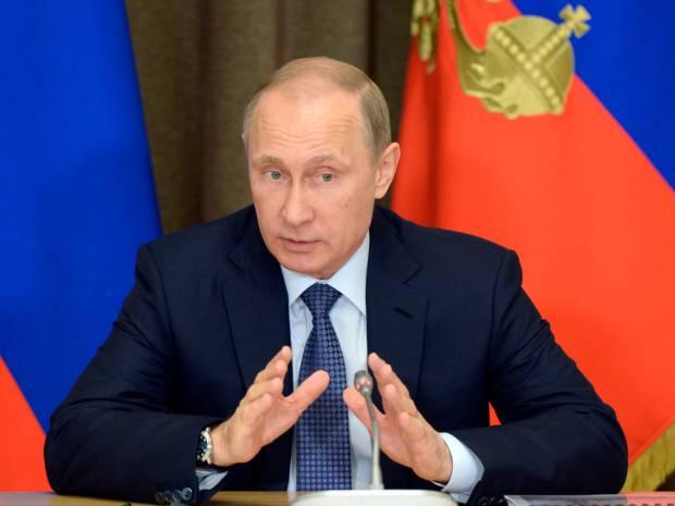"""<figcaption>23 мая 2015 г., Путин подписал закон, предоставивший прокуратуре власть объявить иностранные и международные организации """"нежелательными"""" в России и закрыть их.</figcaption>"""