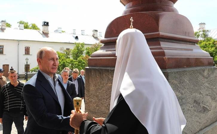 <figcaption>Putin visits one of Russia's largest monasteries</figcaption>