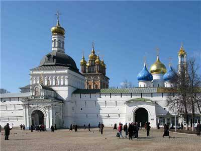 <figcaption>The Trinity-Danilov Monastery continues to attract crowds from all over the world</figcaption>