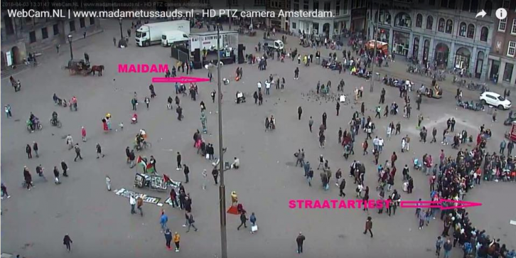 <figcaption> On Amsterdam's main square passers-by prefer to listen to street musicians (right) than to Ukrainian propagandists (left)</figcaption>