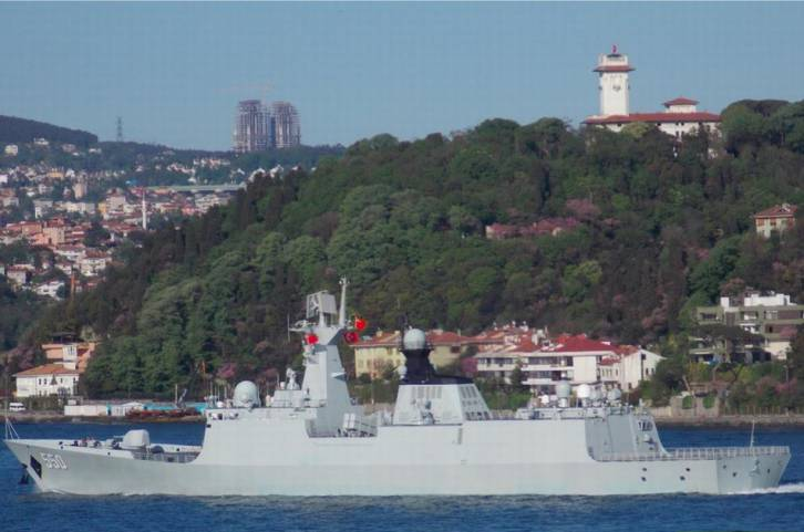 Chinese frigate 550 Weifang passing through Bosphorus | Photo: Yörük Işık