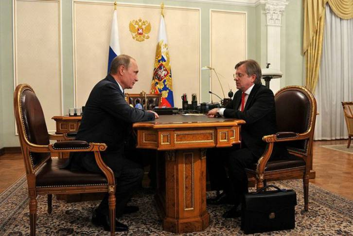 <figcaption>Vladimir Putin meets yesterday with General Director of Aeroflot Vitaly Savelyev. Are the Greece touristic flights warming up? (Kremlin)</figcaption>
