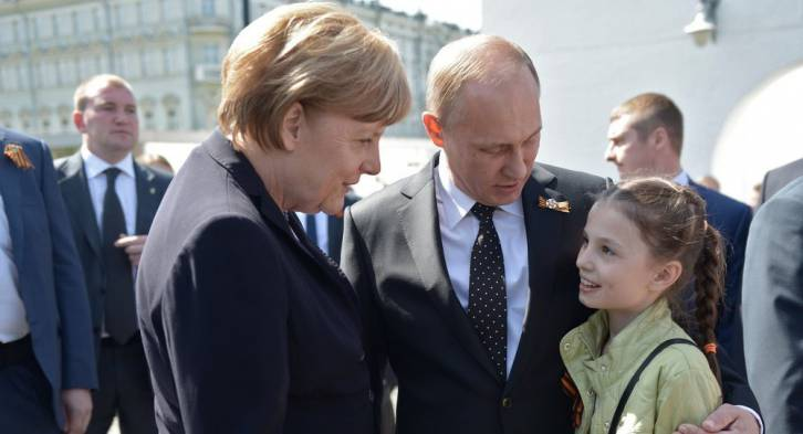 <figcaption>There is a tenderness in this image that is unmistakable (Kremlin)</figcaption>