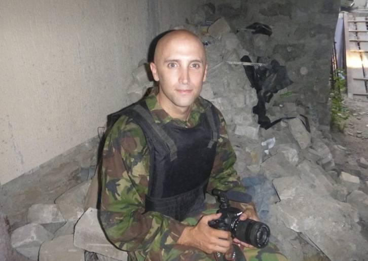 <figcaption>War correspondent Graham Phillips</figcaption>