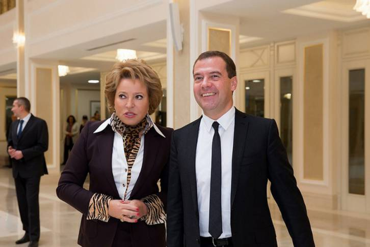 <figcaption>Valentina Matvienko with PM Dmitry Medvedev (Совет Федерации)</figcaption>
