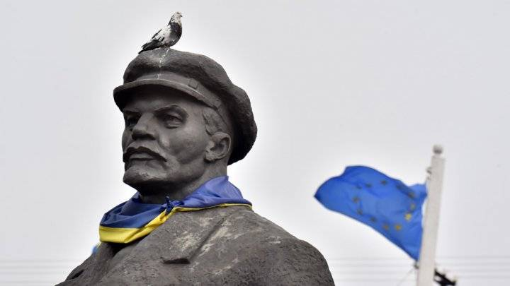 <figcaption>Some Ukrainians are more worried about statues than the state of their ruined country</figcaption>