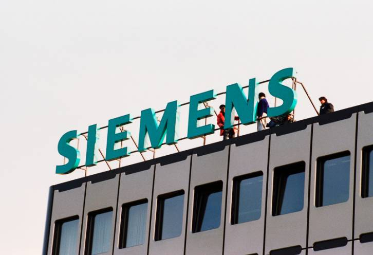 <figcaption>Siemens has been heavily involved in Russia with sales of one billion dollars</figcaption>