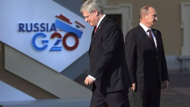 "<figcaption>Stephen Harper tells Putin to ""get out of Ukraine""</figcaption>"