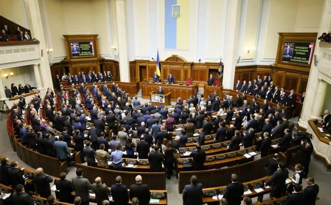 <figcaption>President Bronisław Komorowski speaks to Ukrainian MPs at the Verkhovna Rada in Kiev, 09.04.2015 | Photo: Paweł Supernak, PAP</figcaption>