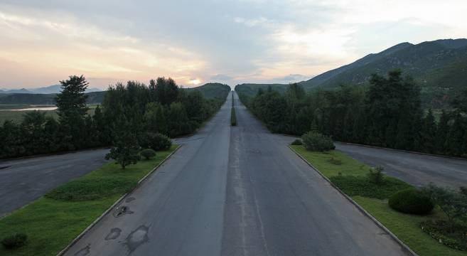 <figcaption>North Korea highway</figcaption>